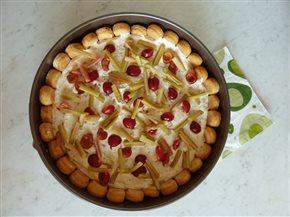 Ľahký nepečený čerešňový koláč s rebarborou