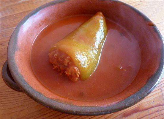 Tradičná plnená paprika v paradajkovej omáčke